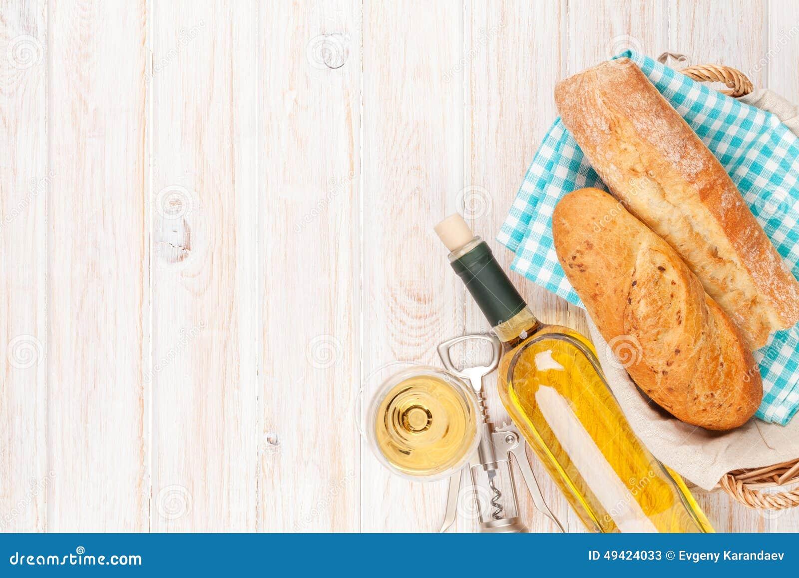 Vino blanco, pan y barril