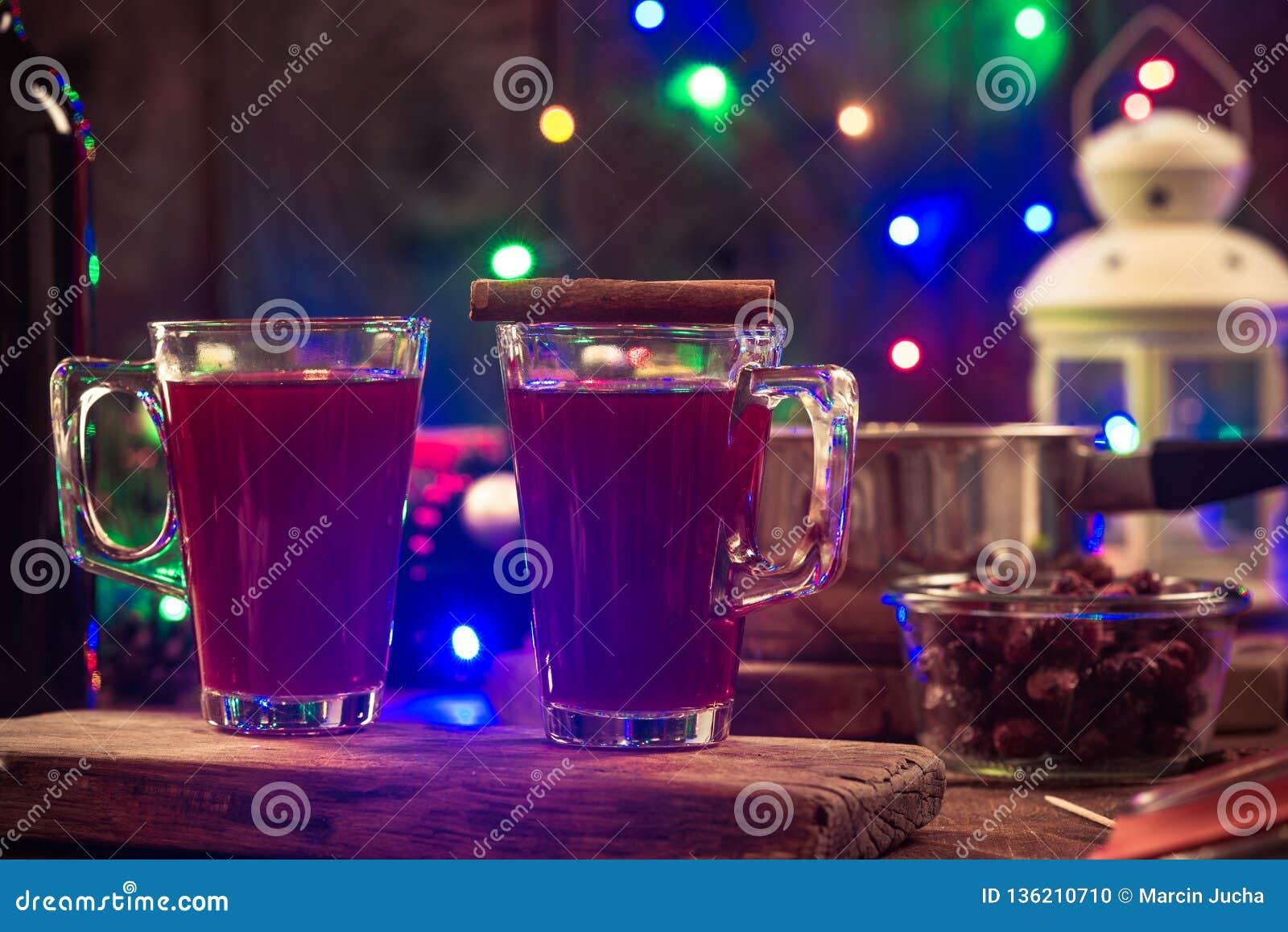 Vino reflexionado sobre festivo, fiesta de Navidad