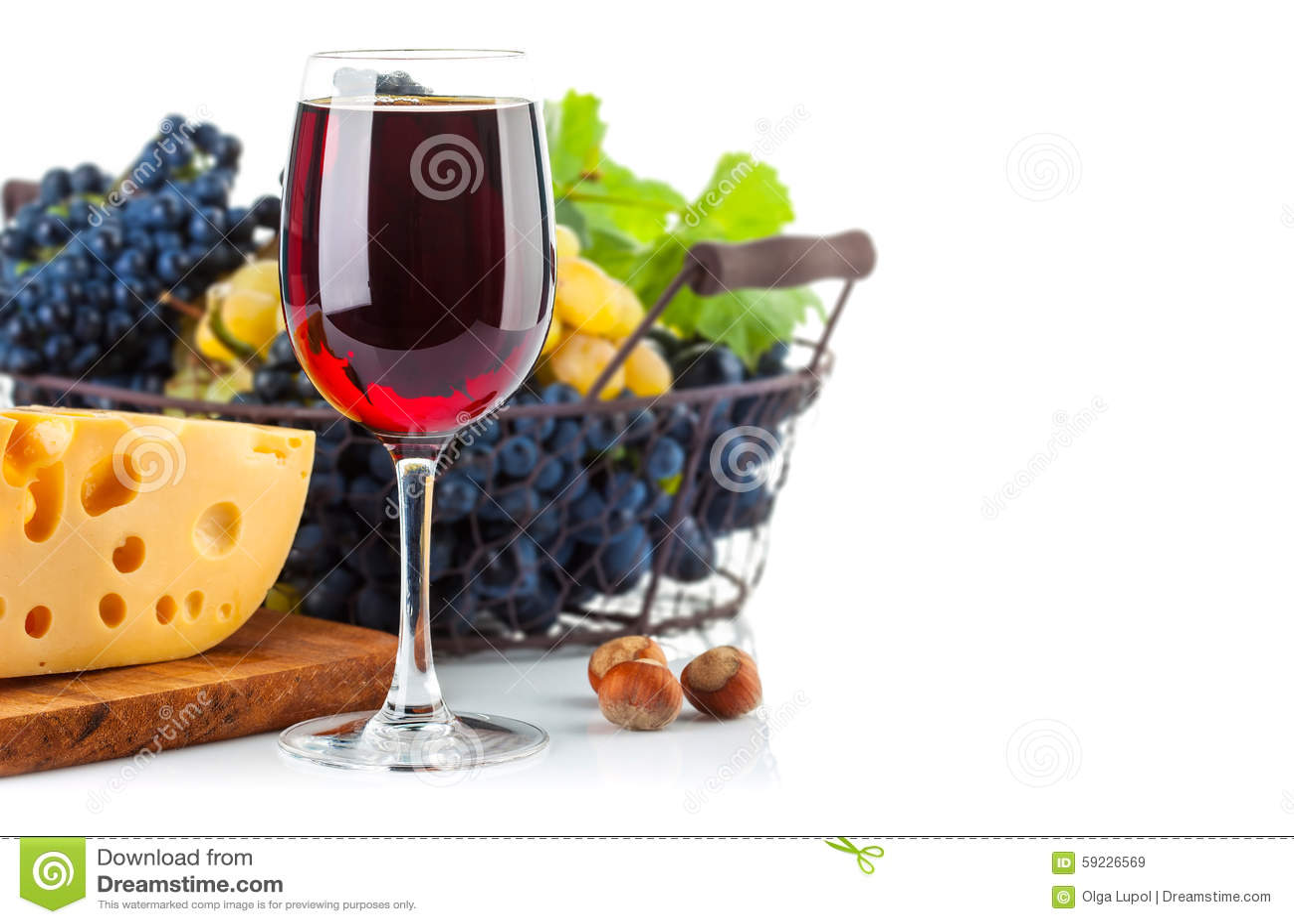 Download Vino Rojo De Cristal Con Las Uvas Y El Queso Imagen de archivo - Imagen de cesta, disposición: 59226569