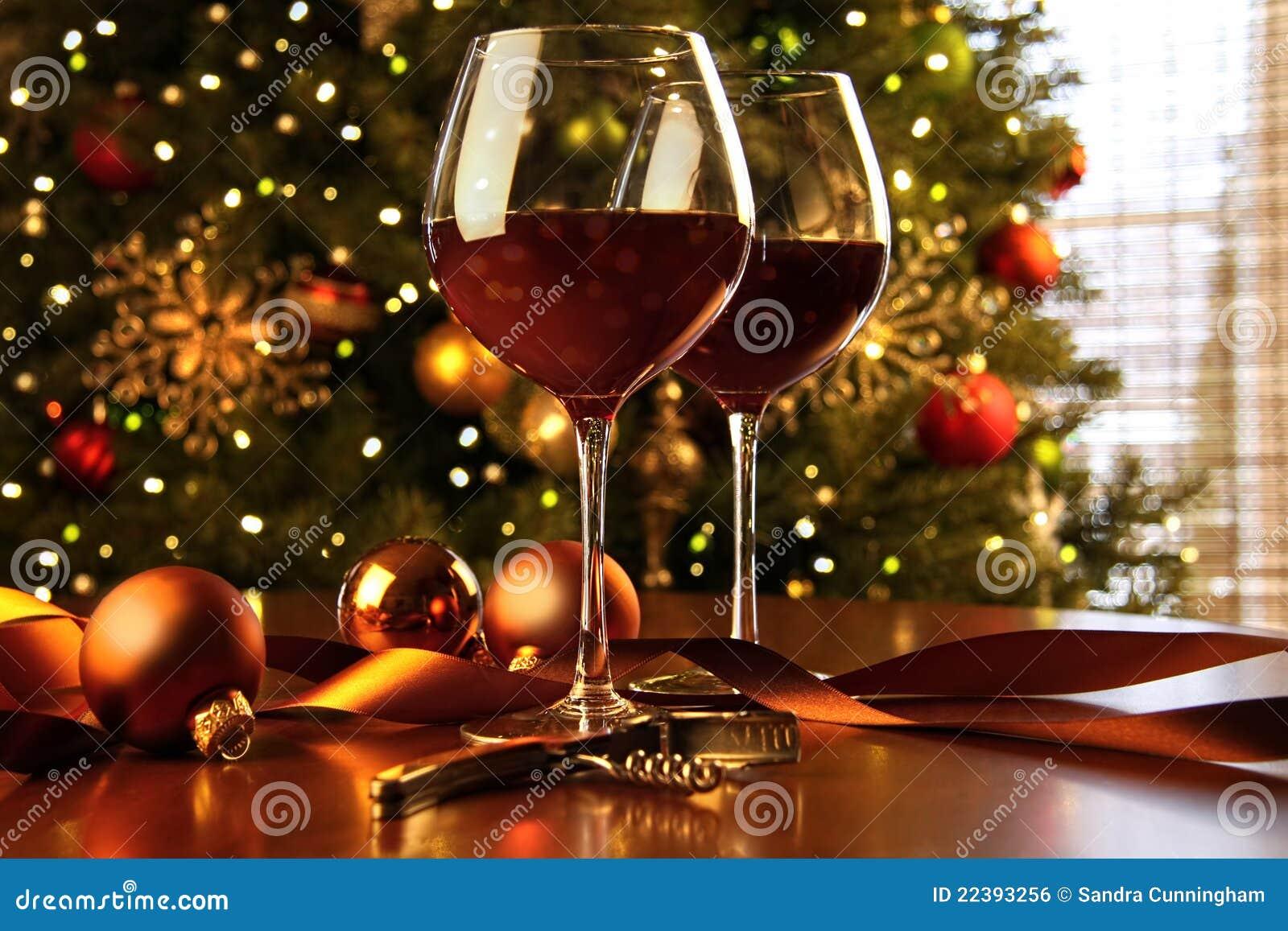 Vino rojo en el árbol de navidad del vector