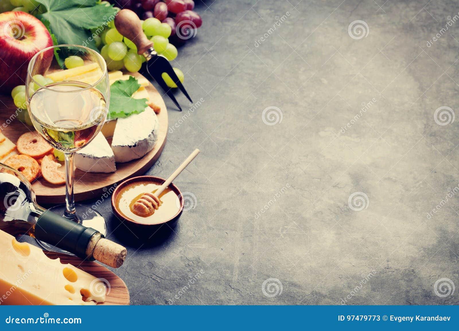Vino, uva, formaggio e miele