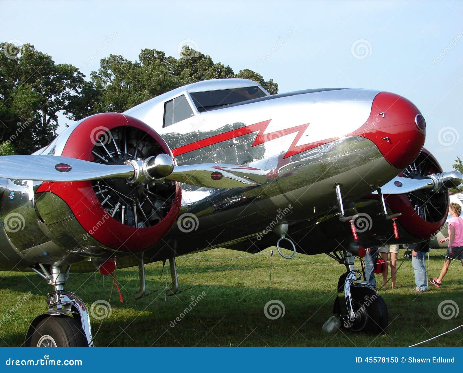 Vintage admirablement reconstitué Lockheed 12 avions