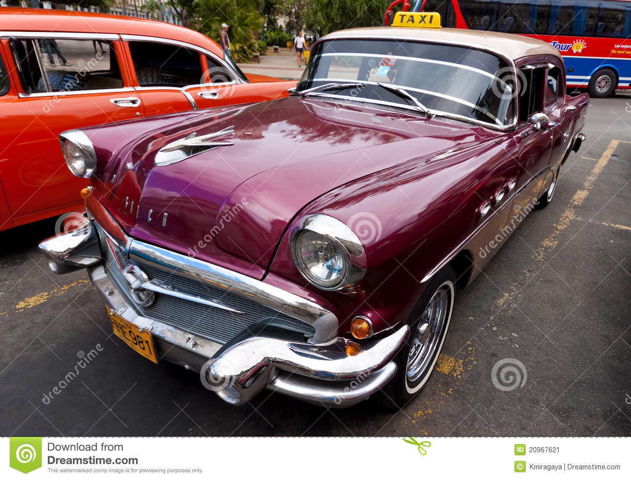Vintage american cars in old havana editorial photo for Old american cars