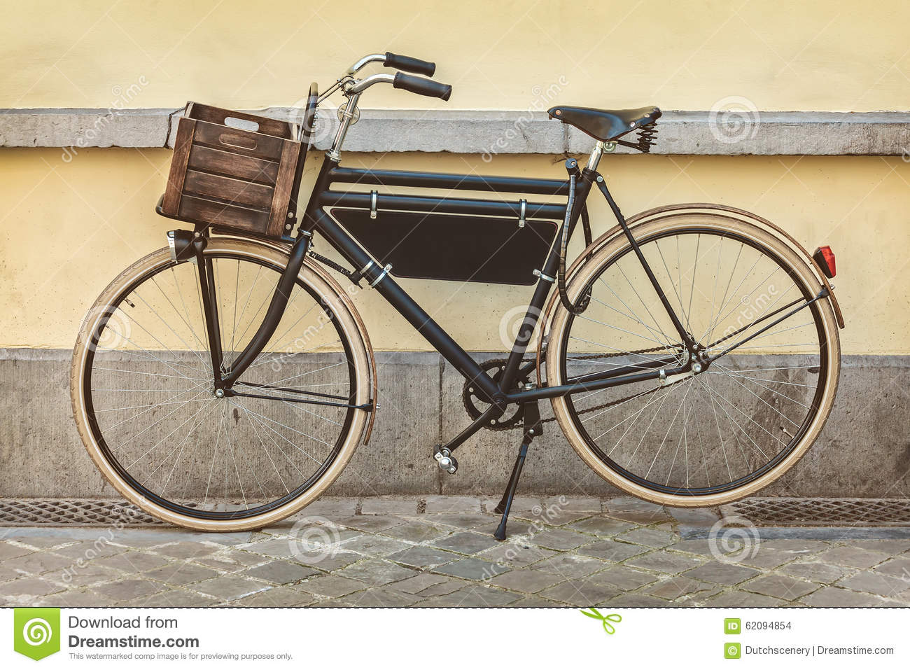 Vintage Bicycle With Wooden Crate Stock Photo - Image: 62094854