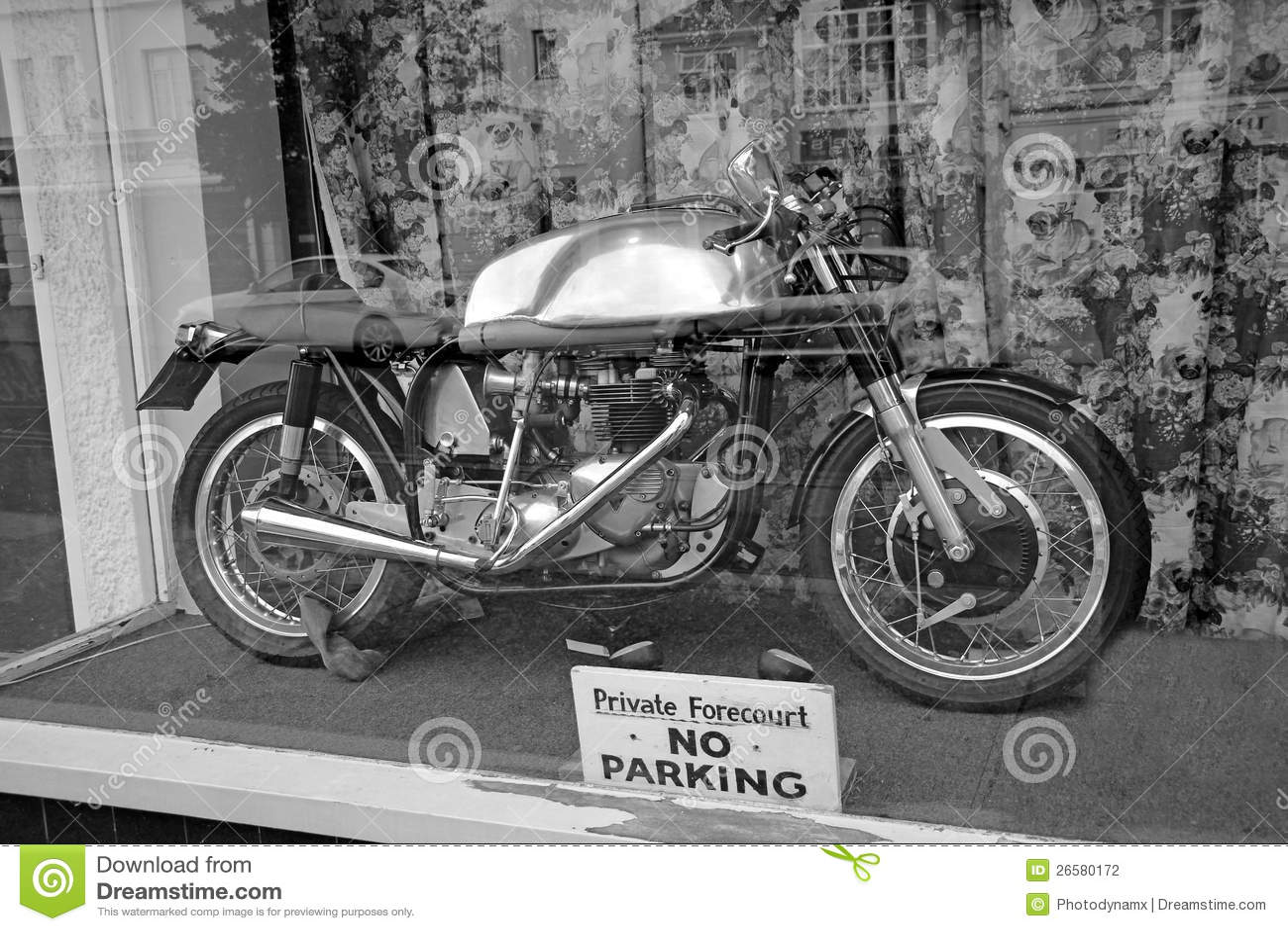 Vintage Bike In Shop Window Stock Photography Image