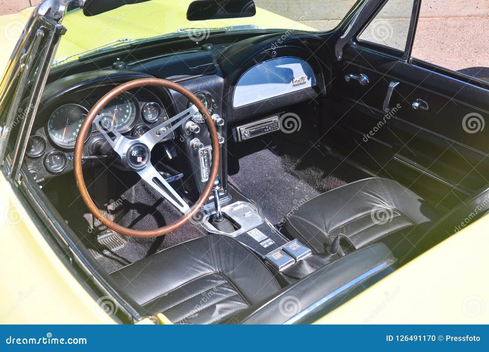 Vintage Chevrolet Corvette C3 em Charlottetown, Canadá