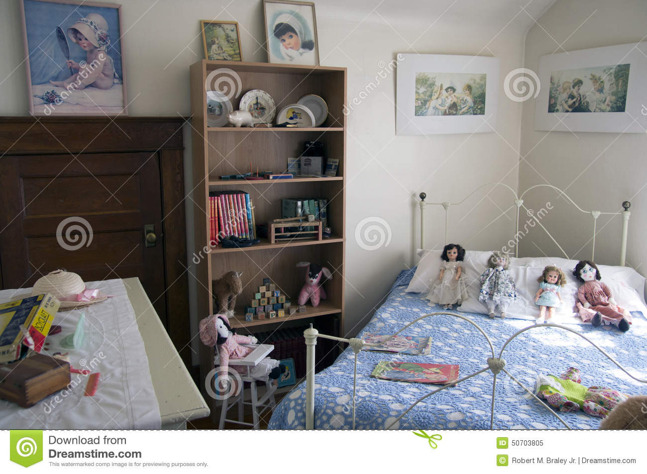 Download Vintage Childrens Bedroom Alaska Highway Editorial Image - Image of chair, center: 50703805