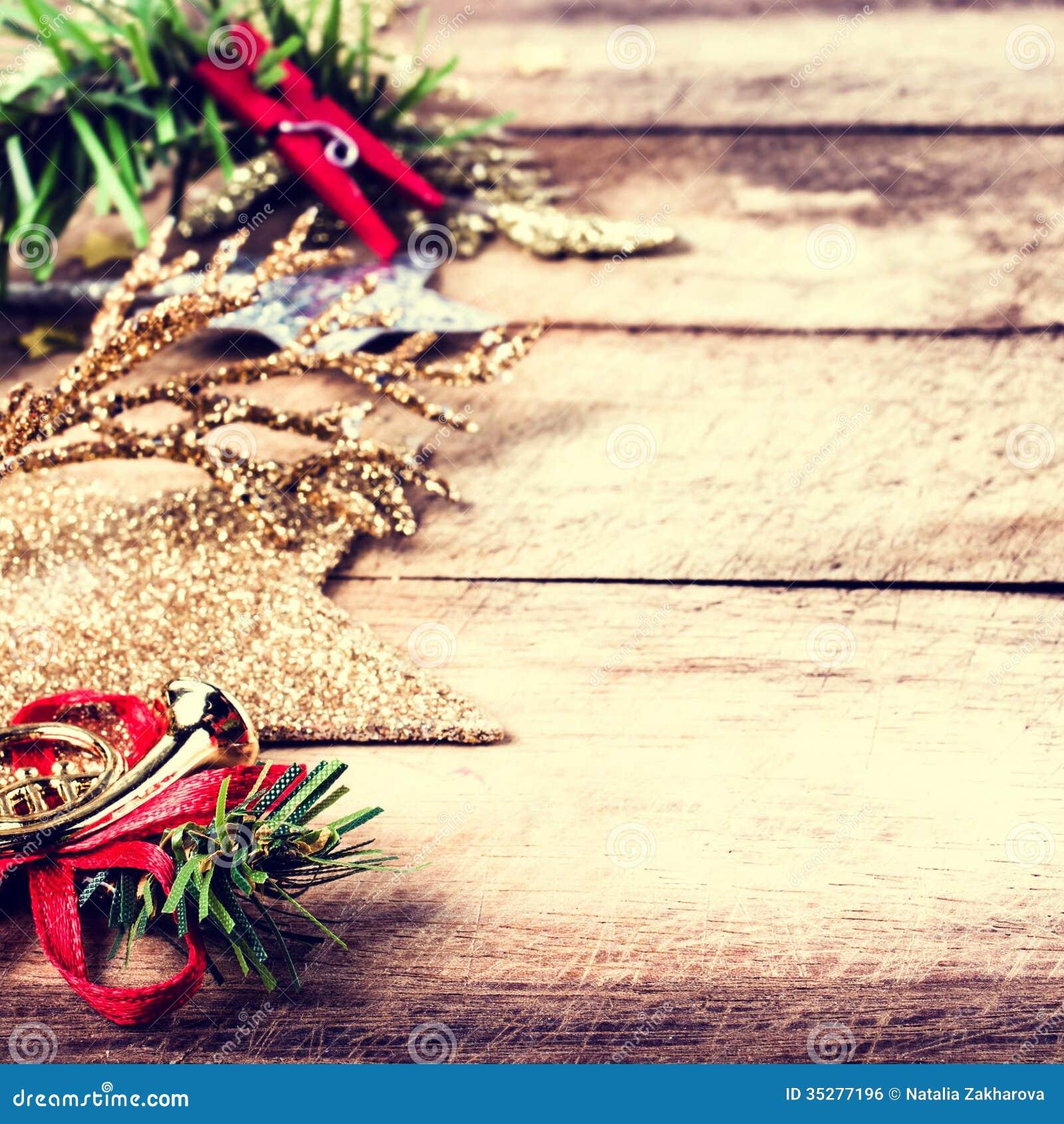 #C00B33 Vintage Christmas Decoration On Natural Wooden Textured  5535 décorations de noel vintage 1300x1390 px @ aertt.com