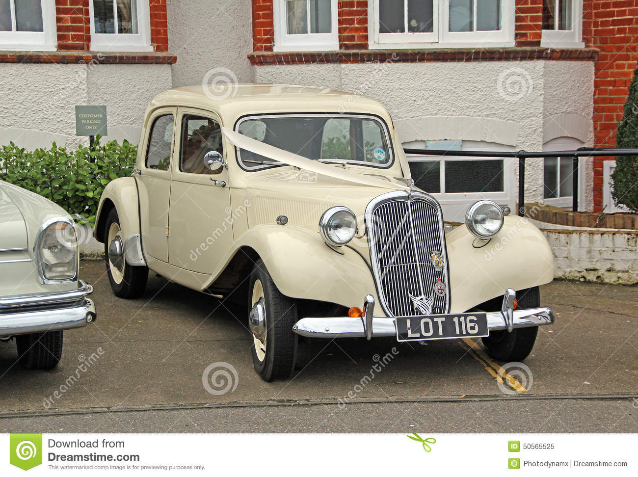 Vintage Citroen Wedding Car Editorial Image - Image of bride ...