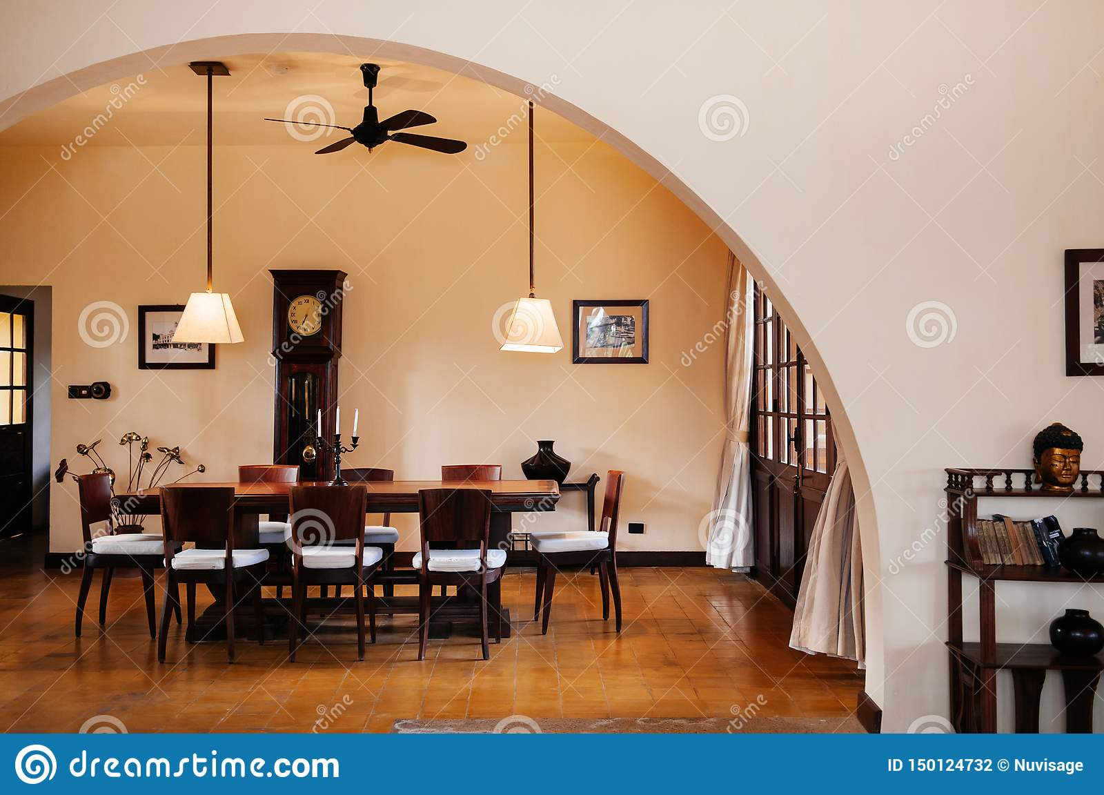 Superb Vintage Colonial Dinner Room With Hard Wood Table Chairs Machost Co Dining Chair Design Ideas Machostcouk