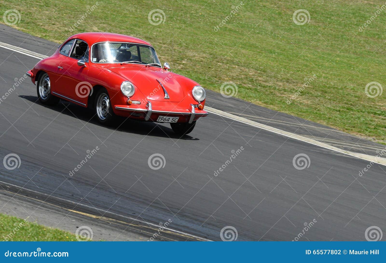 Vintage de Porsche 956 no autódromo