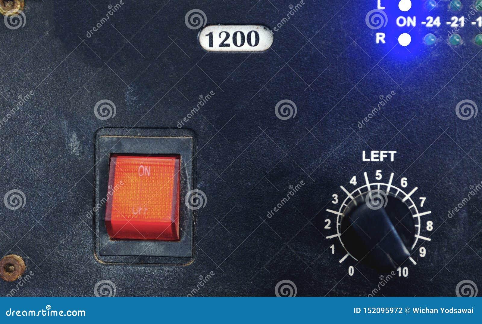 Vintage do vermelho principal do interruptor em-fora e da placa de controlador