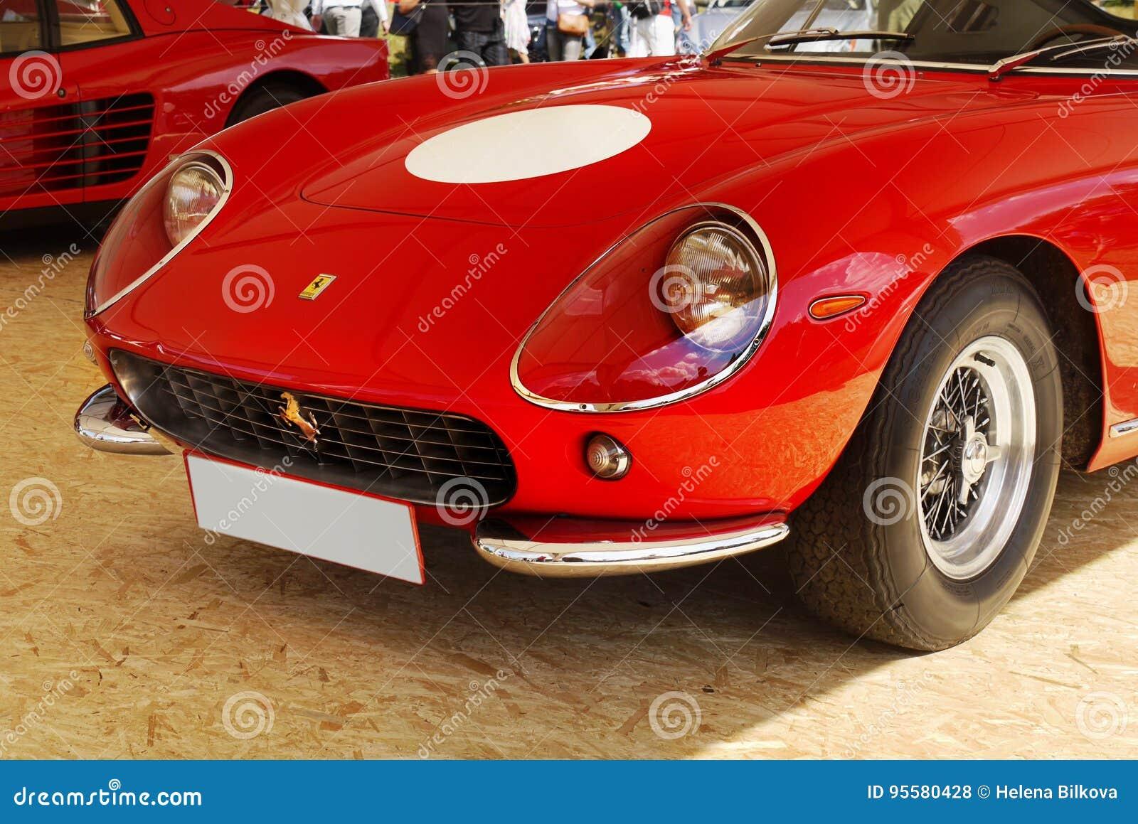 Vintage Ferrari Que Compete Carros De Esportes Foto De Stock Editorial Imagem De Ferrari Compete 95580428