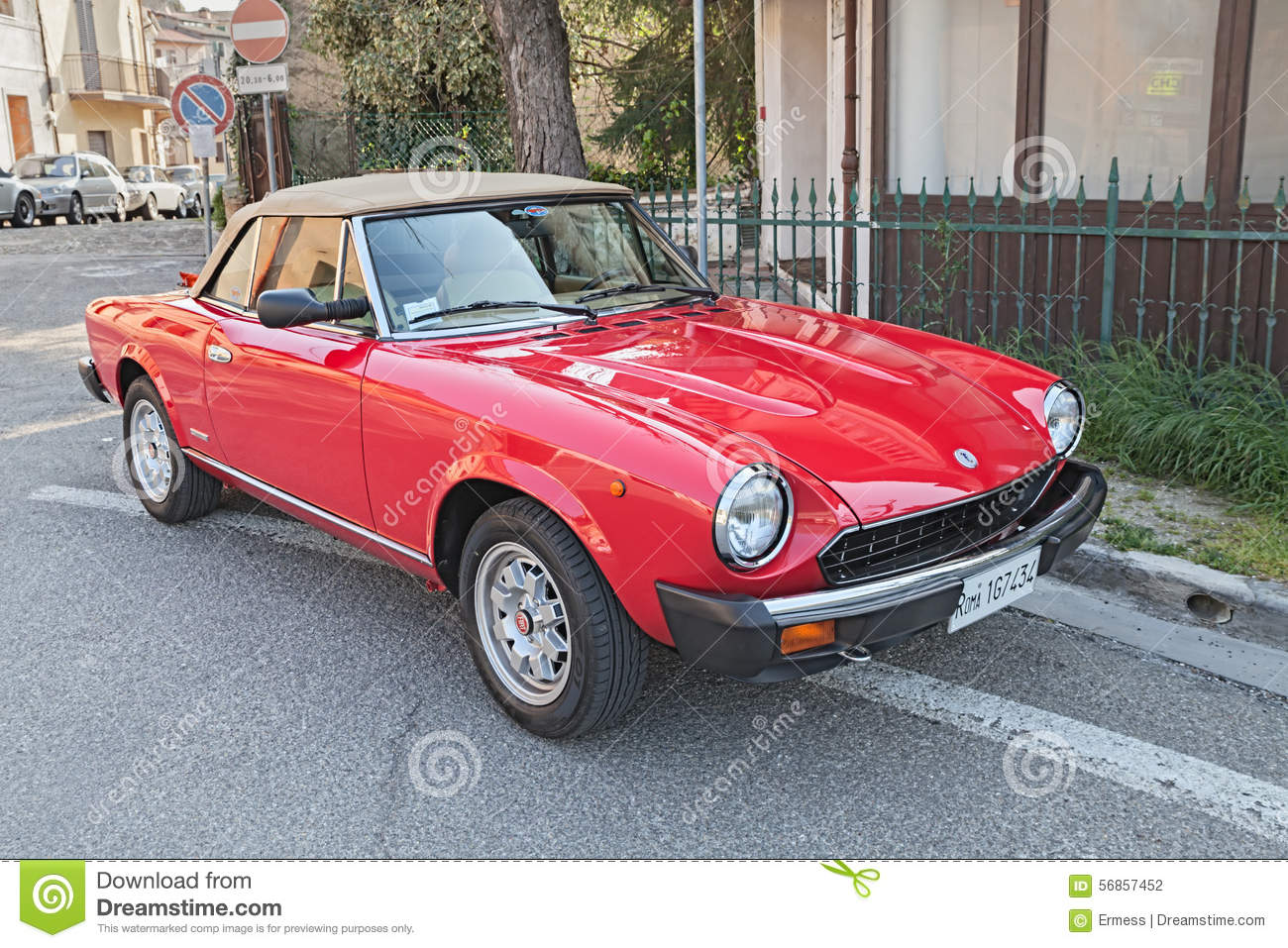 Vintage fiat 124 sport spider editorial image for Classic italo house zenhiser