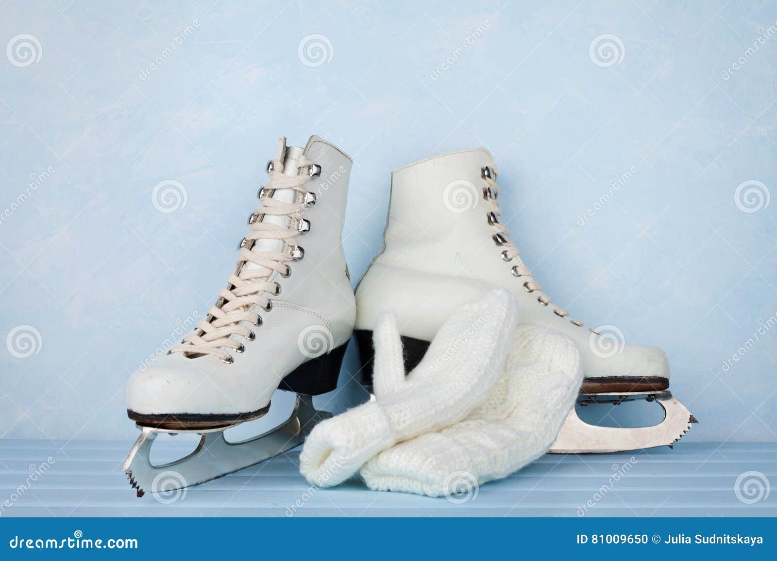 Roller skates for figure skating - Vintage Ice Skates For Figure Skating And Knitted Mittens On Turquoise Background
