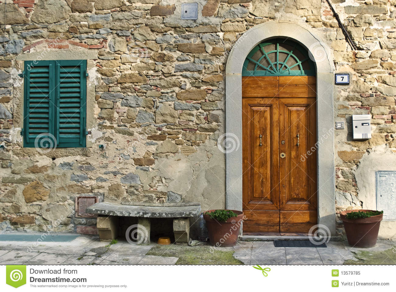 Vintage italian front door stock image image of ancient for Classic italian house