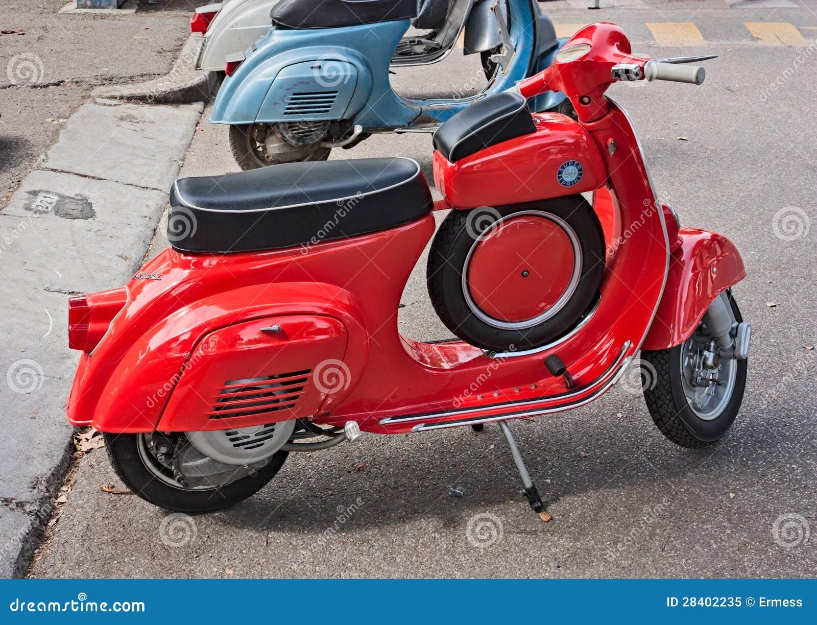 Vintage italian scooter editorial image image 28402235 for Vespa com italia