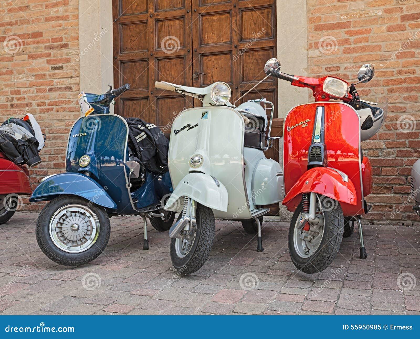 Vintage italian scooters vespa editorial image image for Vespa com italia