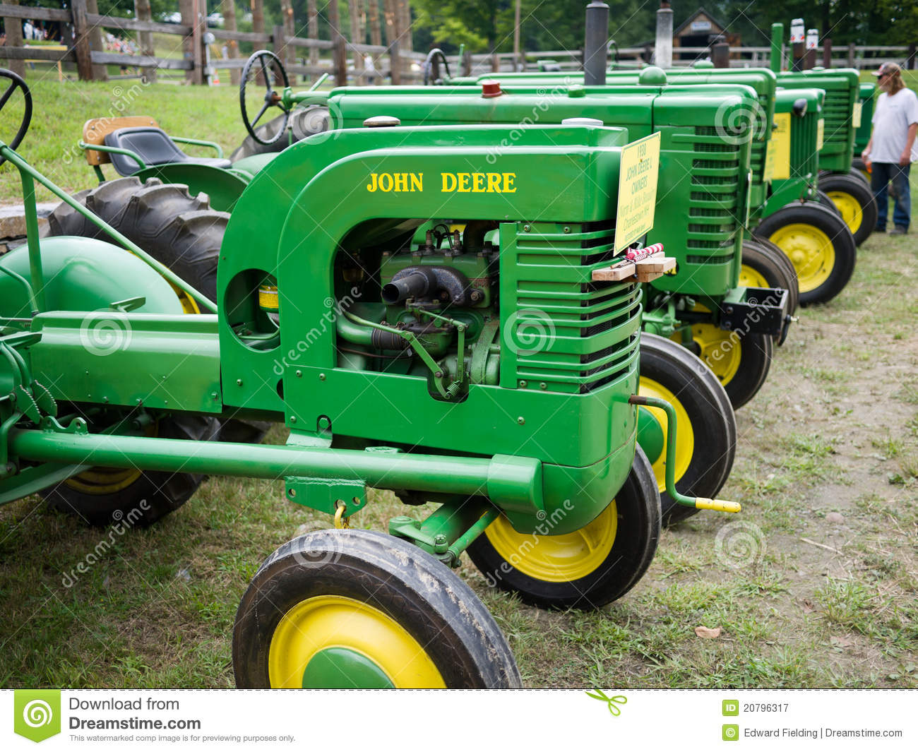 Collectors Vintage John Deere Tractors : Vintage john deere antique tractors editorial photography