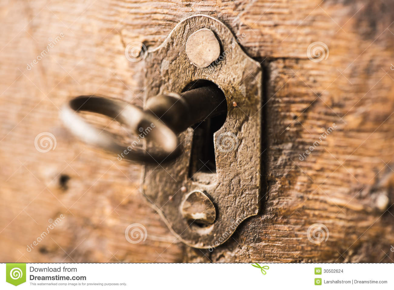 Vintage Key In Lock Of Wooden Chest Stock Images Image