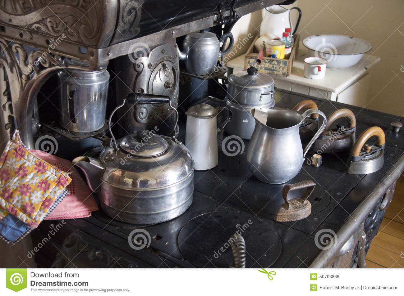 Download Vintage Kitchen Stove Alaska Highway Editorial Stock Photo - Image of stove, visitors: 50703868