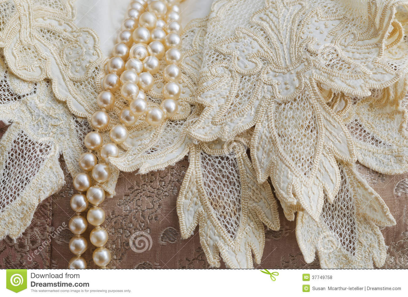 Vintage Lace Handkerchief And Pearls Royalty Free Stock