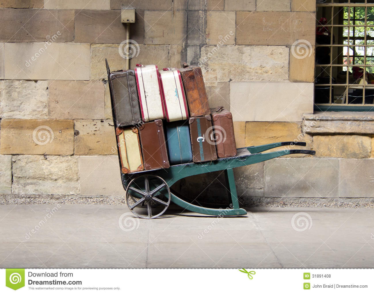 Vintage Luggage Trolley Royalty Free Stock Photos - Image: 31891408