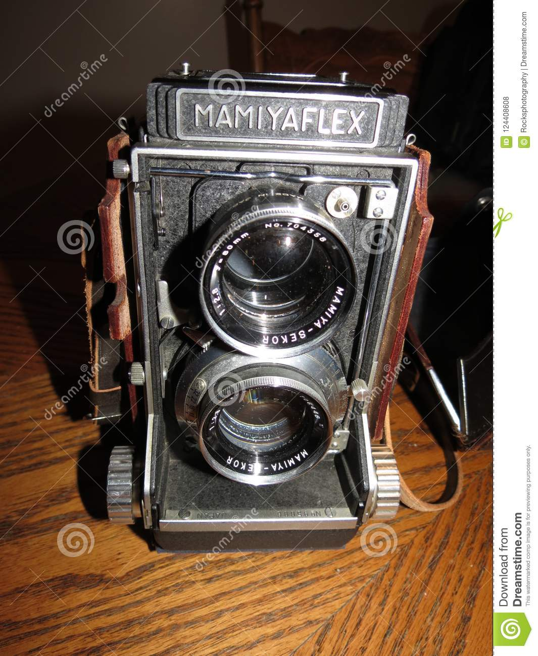 VINTAGE MAMIYA FLEX MEDIUM FORMAT CAMERA Editorial Stock Photo