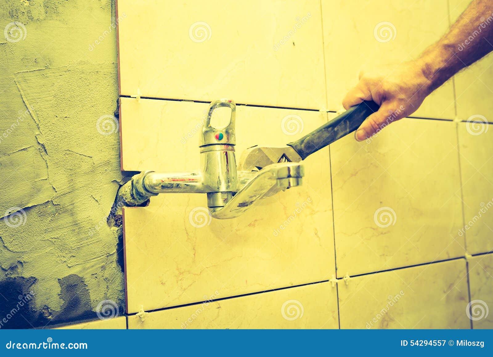 Manipulating women, Vintage plumber