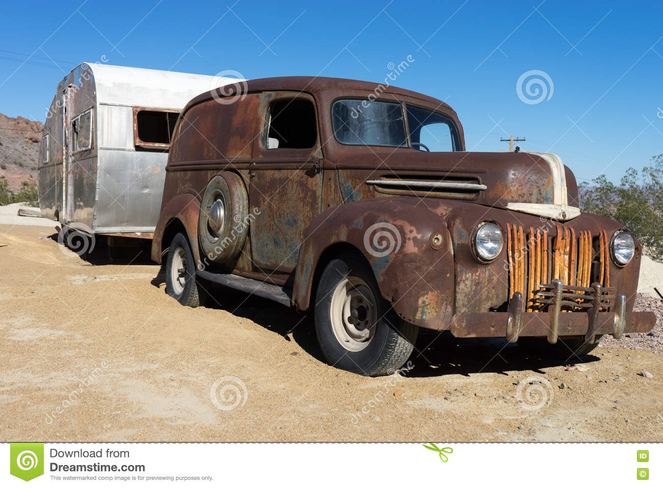 Vintage Rusty Car And Trailer In The Desert Stock Image - Image of ...