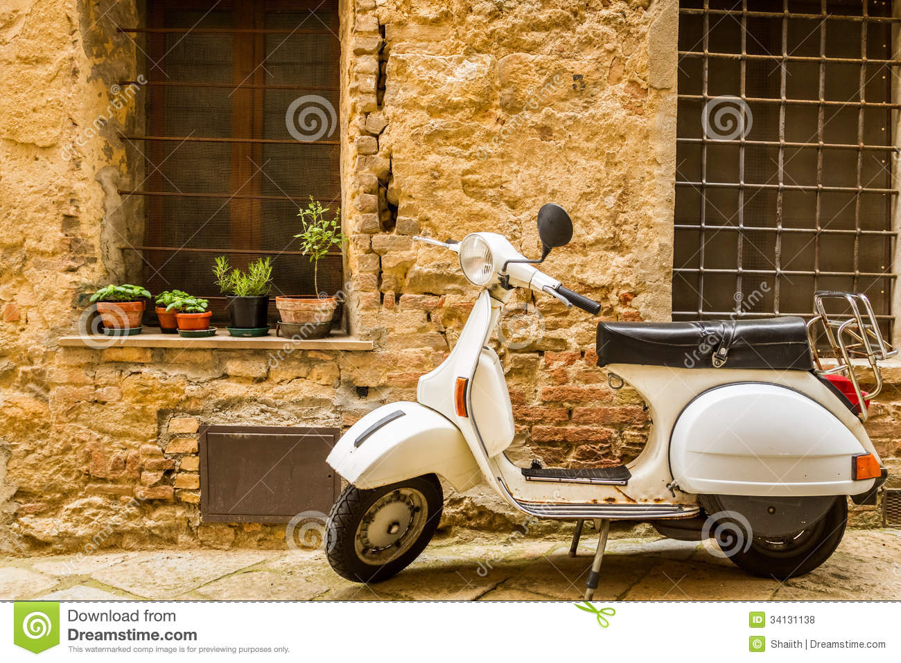 3 414 Vintage Vespa Photos Free Royalty Free Stock Photos From Dreamstime
