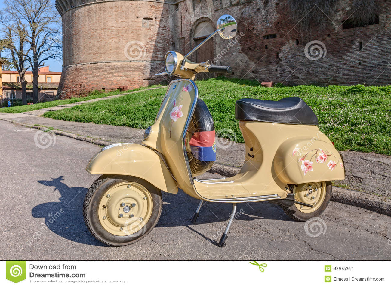 Italian moped 14