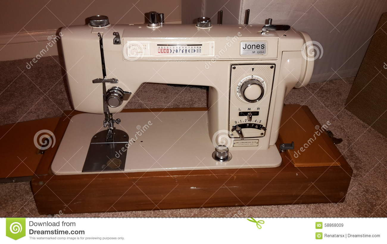 The sewing machine Seagull. Repair at home