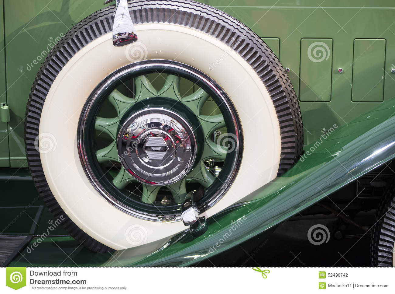 vintage-spare-tire-lateral-mounted-typic