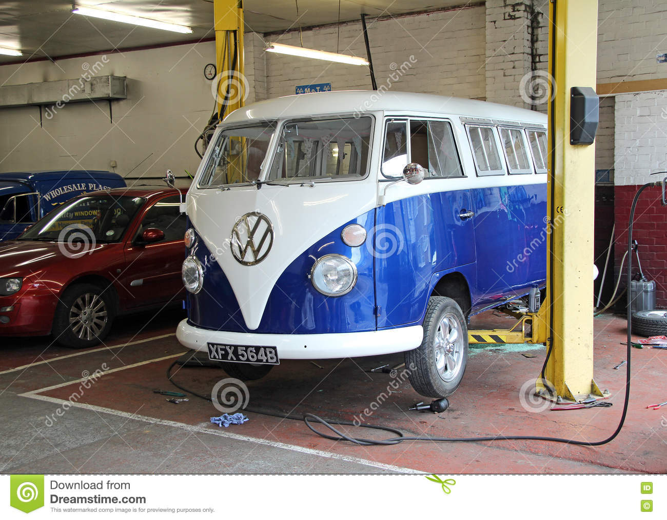 Vintage volkswagen garage repairs editorial photography for Credit auto garage volkswagen