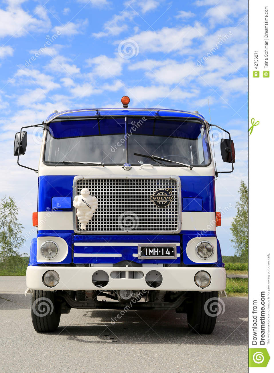 Vintage Volvo F88 Blue And White Tanker Show Truck