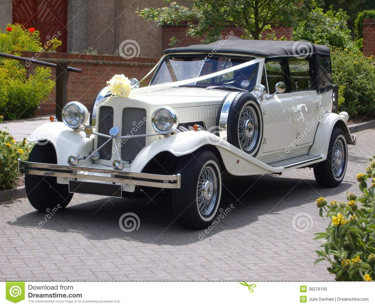 Beautiful vintage car just perfect for any wedding celebration.