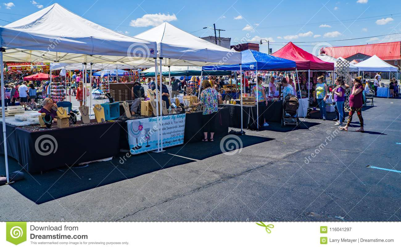 Vendors And Shoppers At The Dogwood Festival Editorial