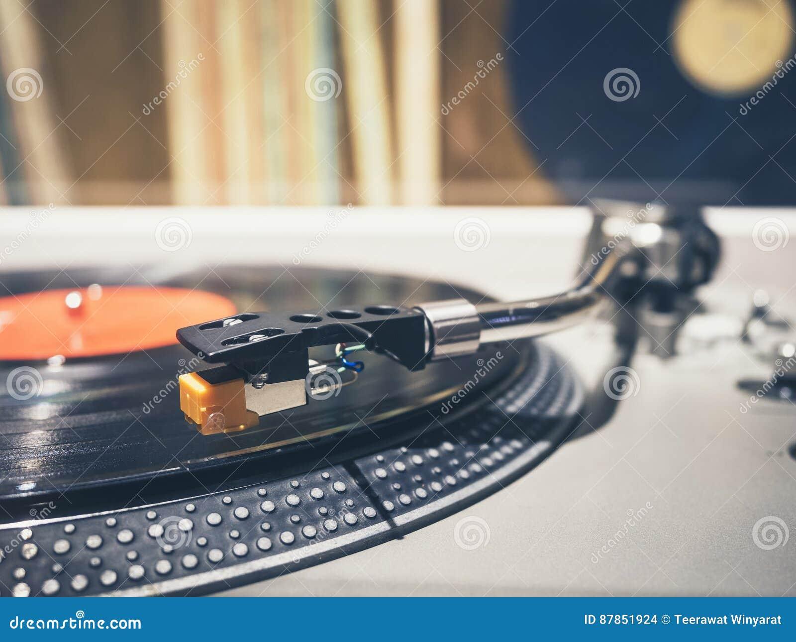 Vinylaufzeichnung auf der Drehscheiben-Spieler-Musik-Weinlese Retro-