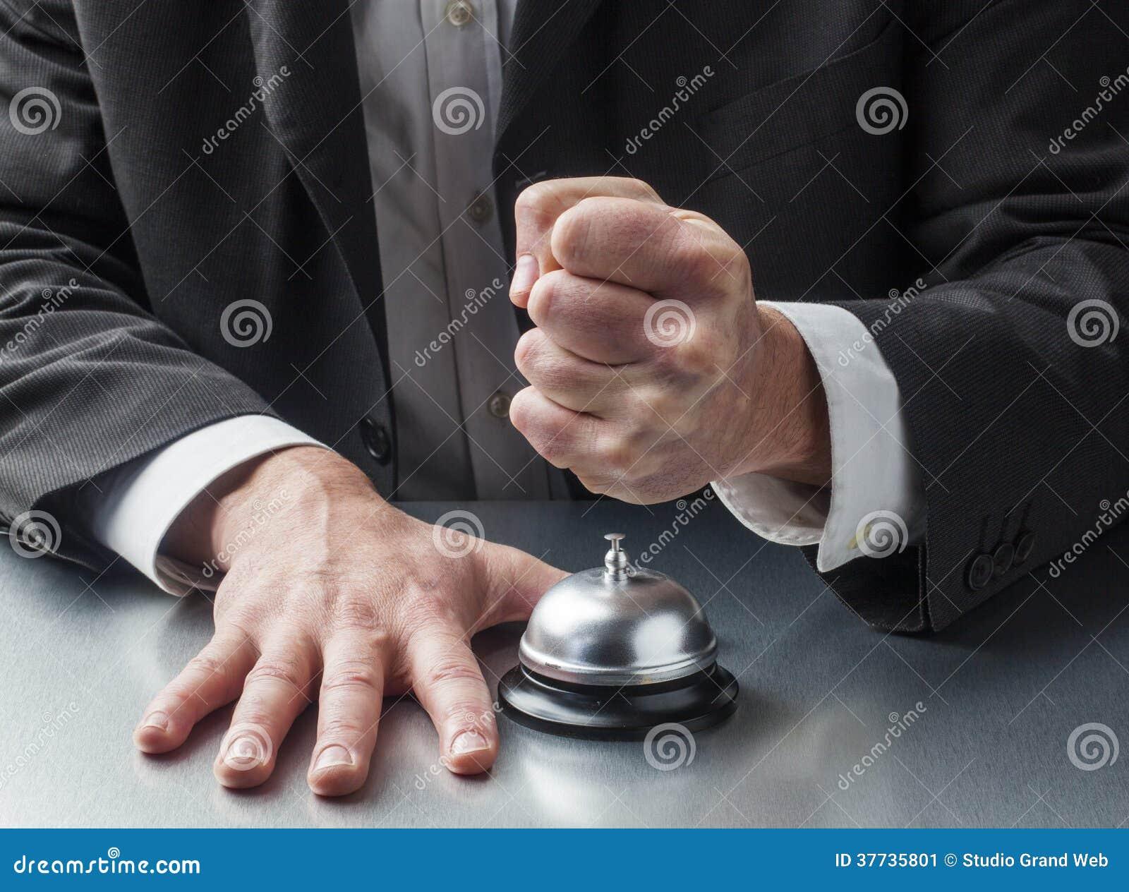 Violencia en servicio de atención al cliente