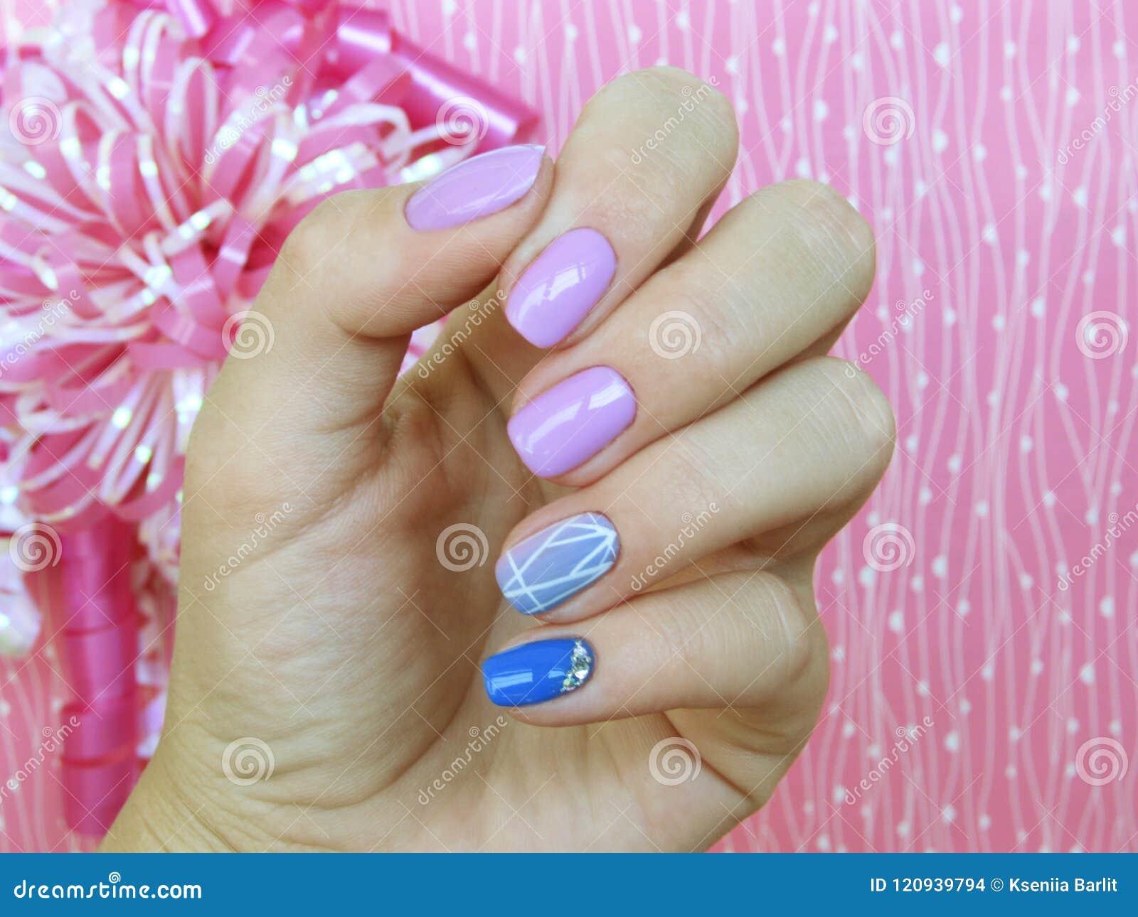 Violeta Azul Del Rosa Del Esmalte De Uñas Del Gel De La