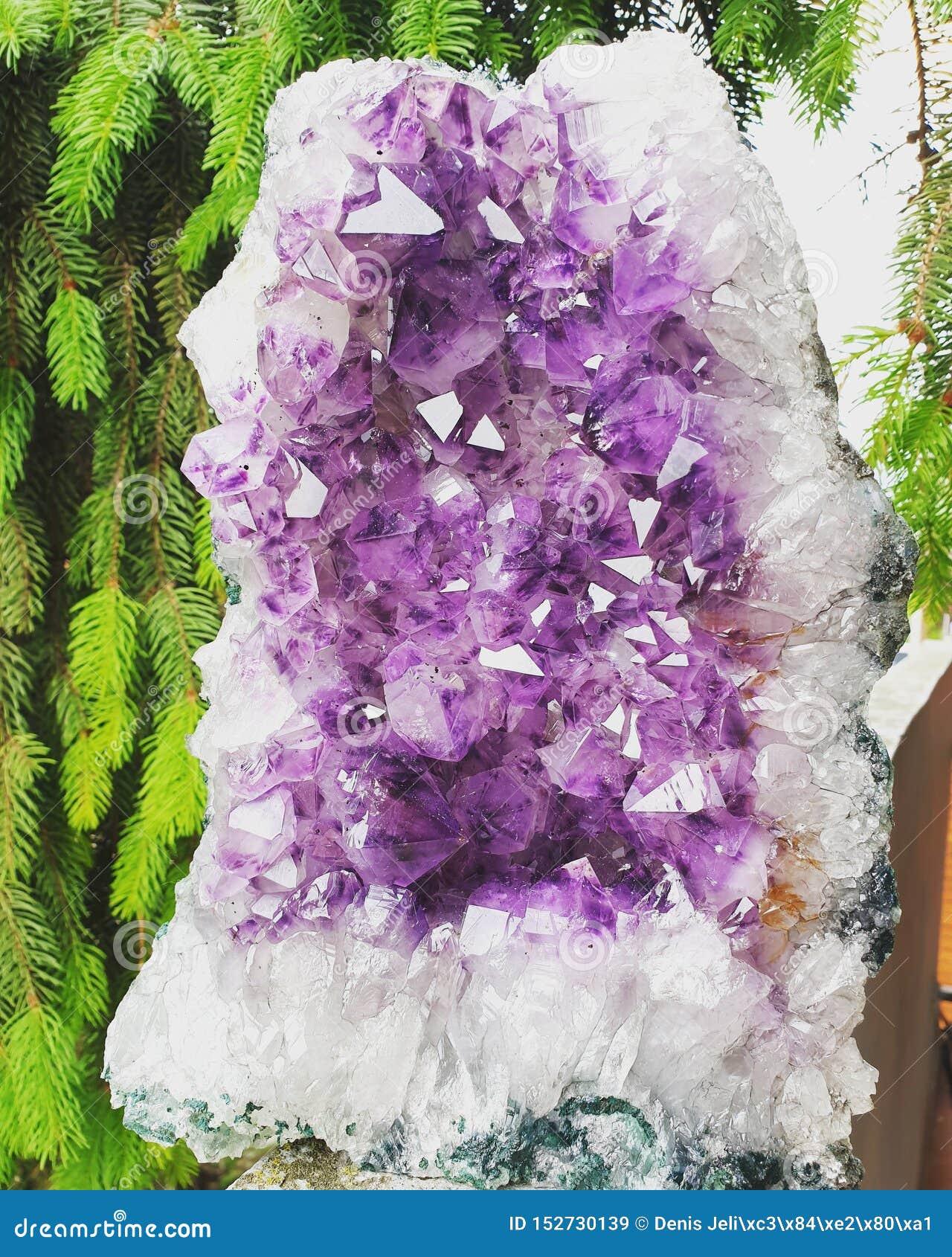 Violetkleurige kristalgeode