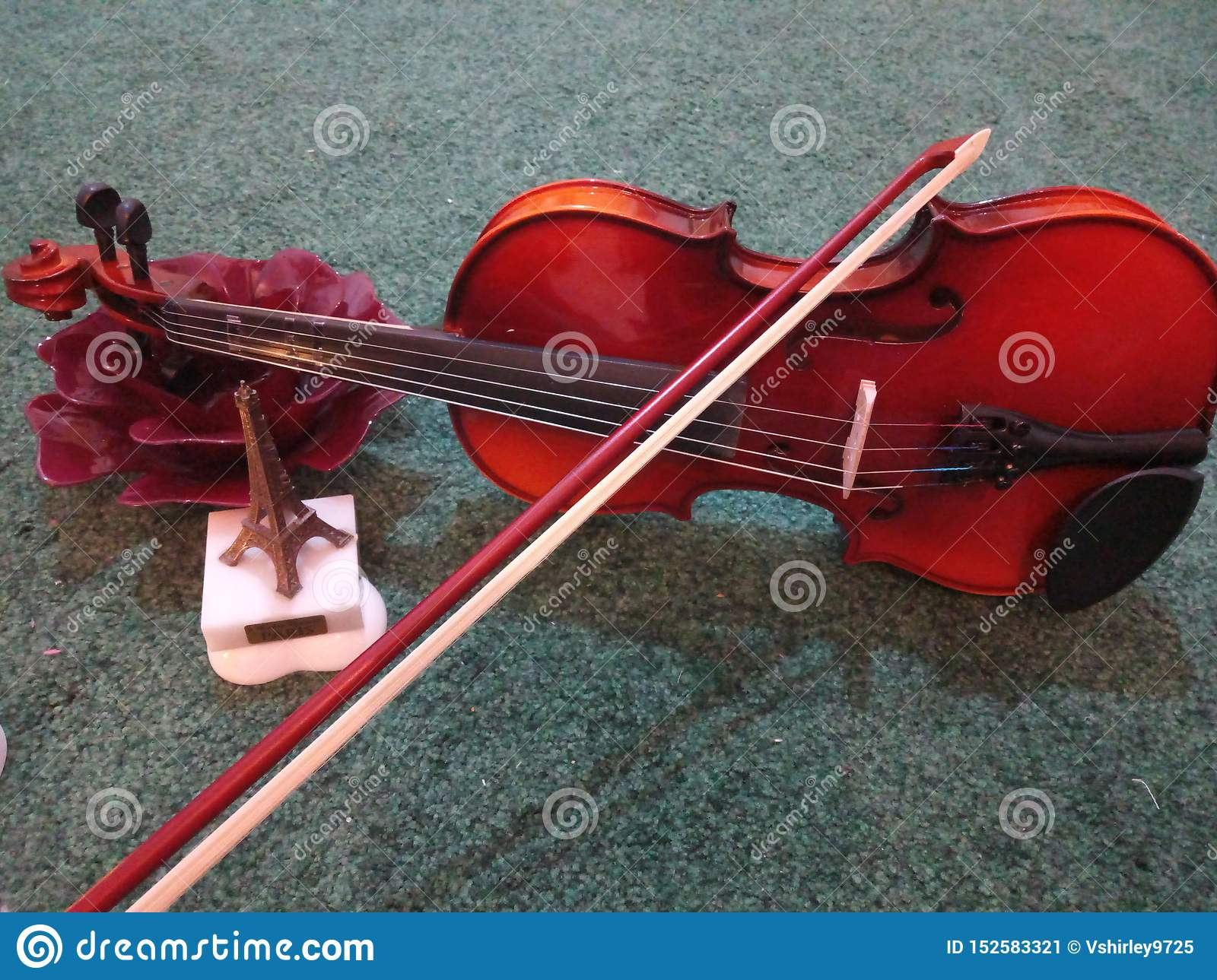 Violin lovers sounds softly and harmony to my ear
