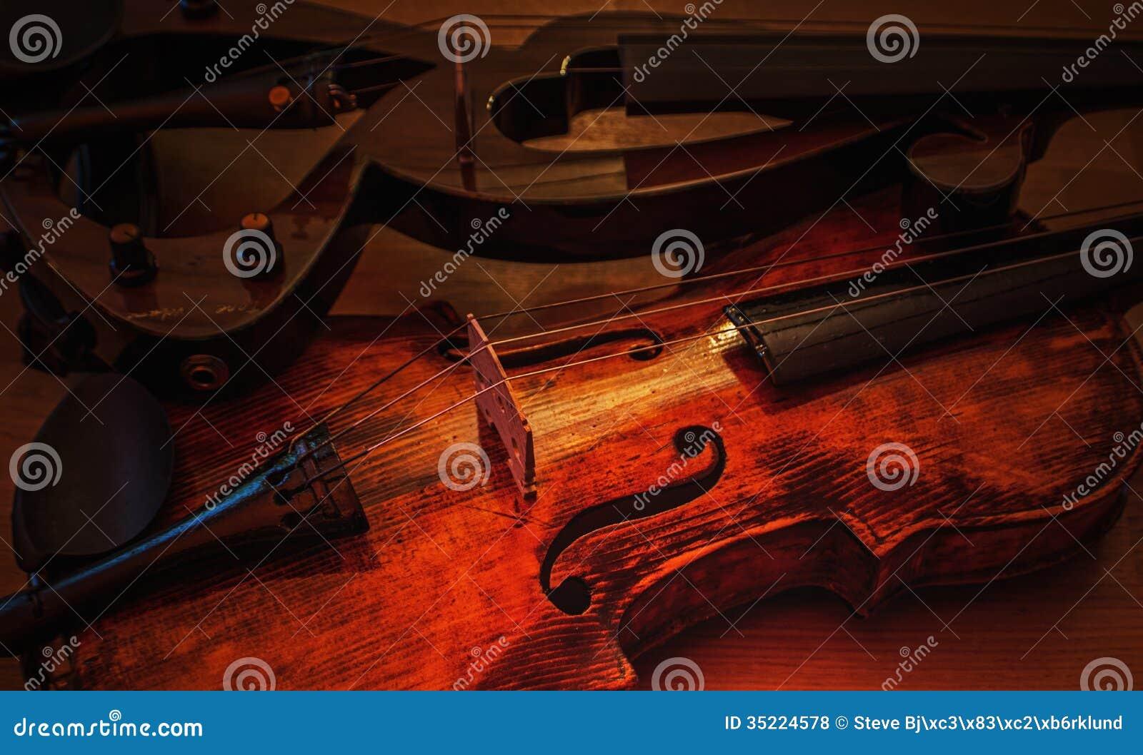 Violini nuovi e vecchi 2 fotografia stock immagine di for Nuovi vecchi piani domestici