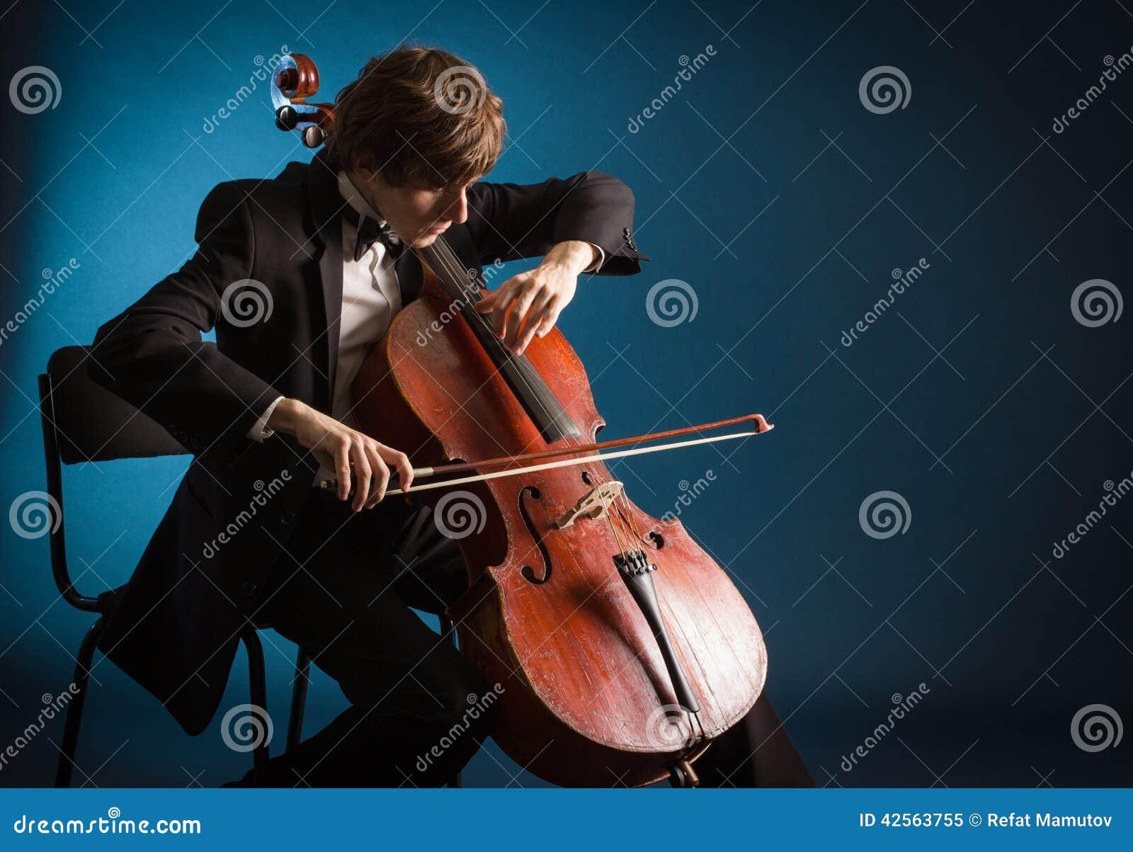 Violoncelliste jouant sur le violoncelle
