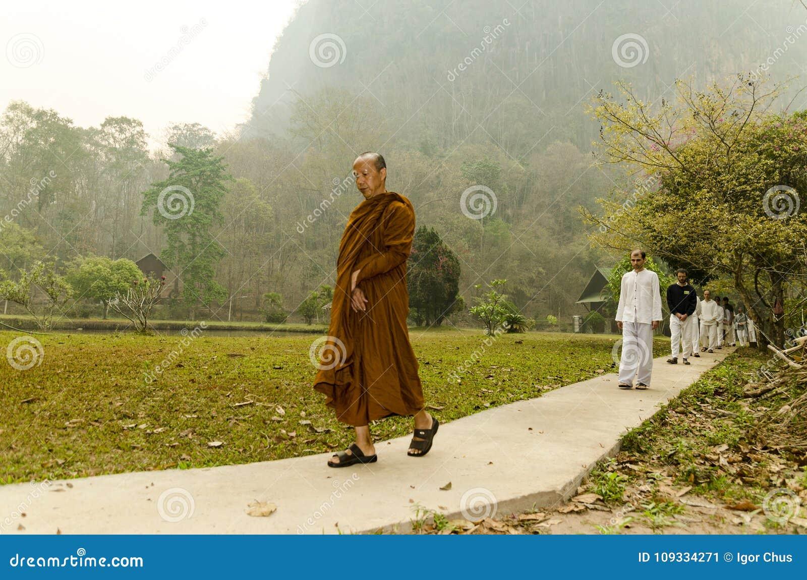 Vipassana en un monasterio de la montaña, cerca de la ciudad de Mechonson, al norte de Tailandia