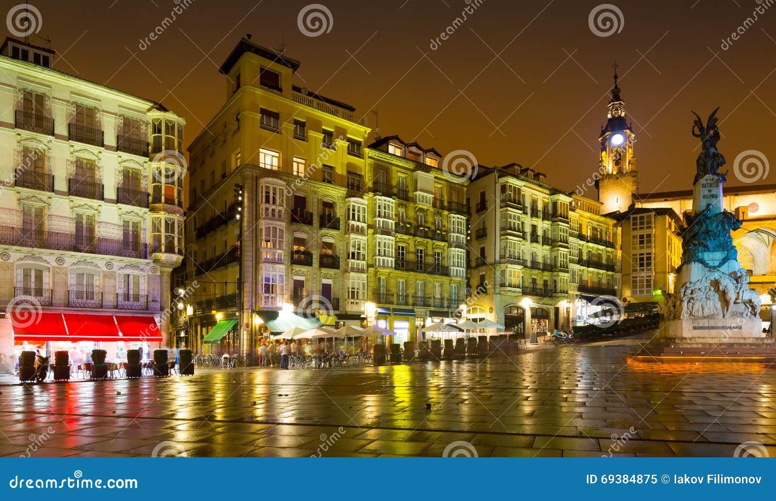 Virgen Blanca Square (Andre Maria Zuriaren-plein) in avond V