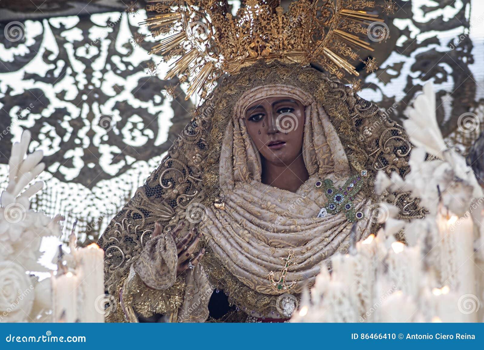Virgenen de la esperanza de Triana, helig vecka i Seville