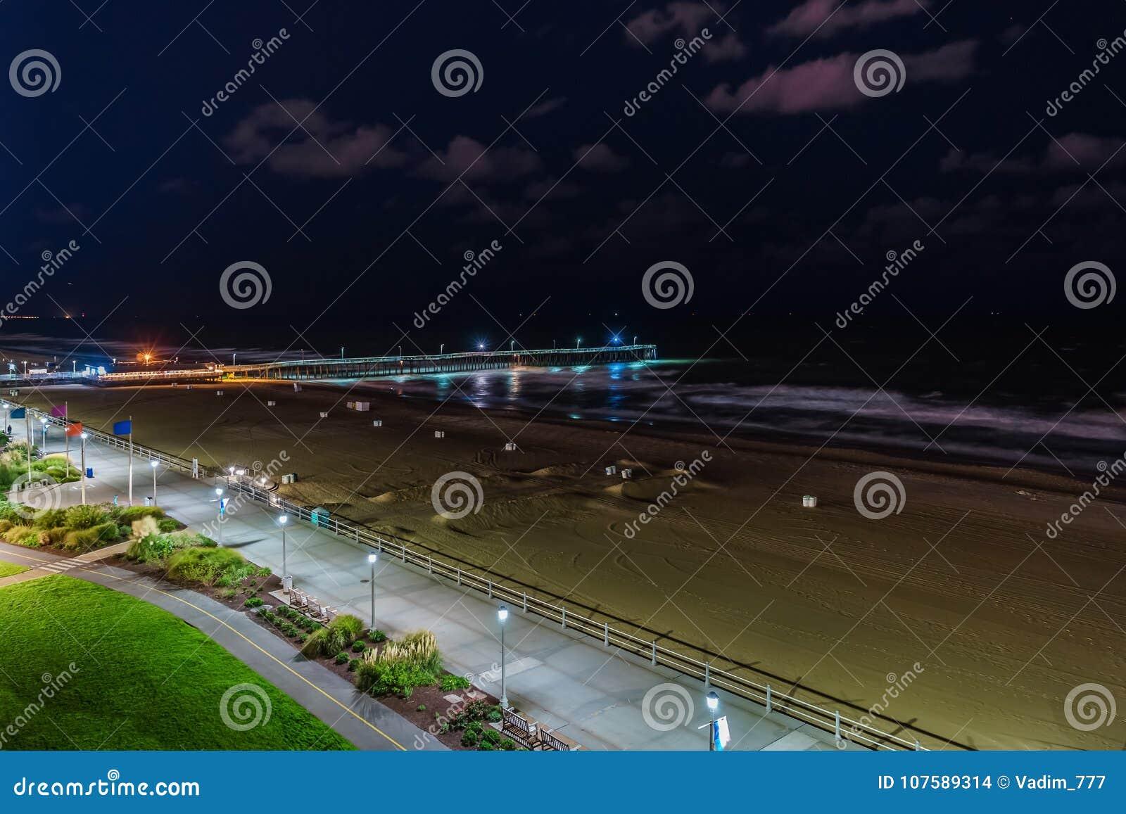 Virginia Beach Fishing Pier And Boardwalk Virginia Beach At Night Virginia Stock Photo Image Of Night Shore 107589314