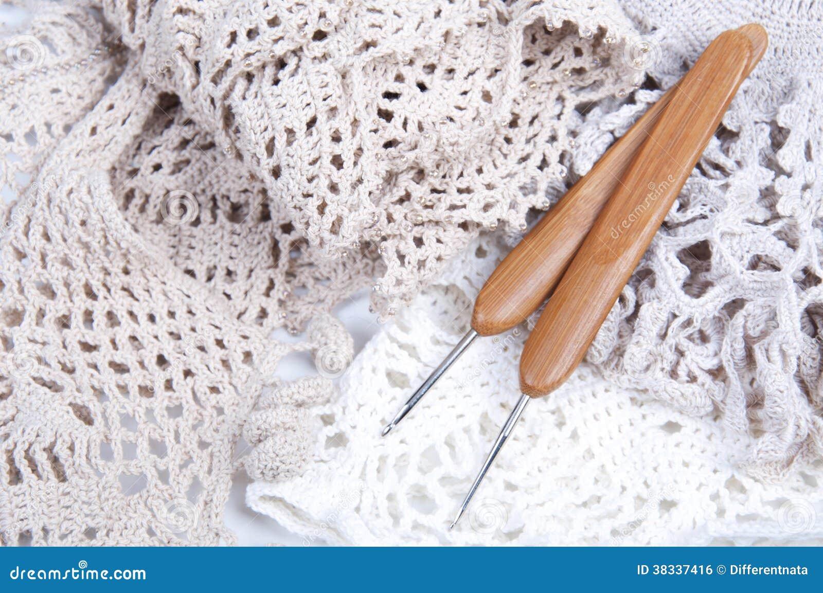 Virkat handgjort snör åt servetten med krokar